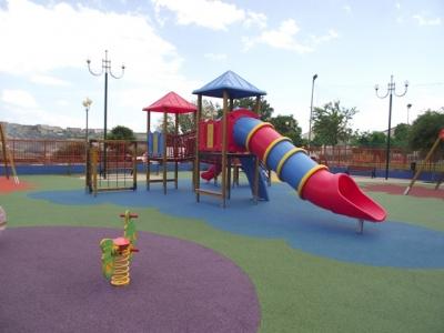 Pavimento In Gomma Per Bambini : Pavimentazione in gomma colata
