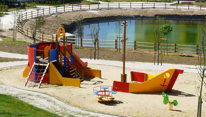 Fornitura arredi urbani giochi per parchi posa in opera for Arredo parchi